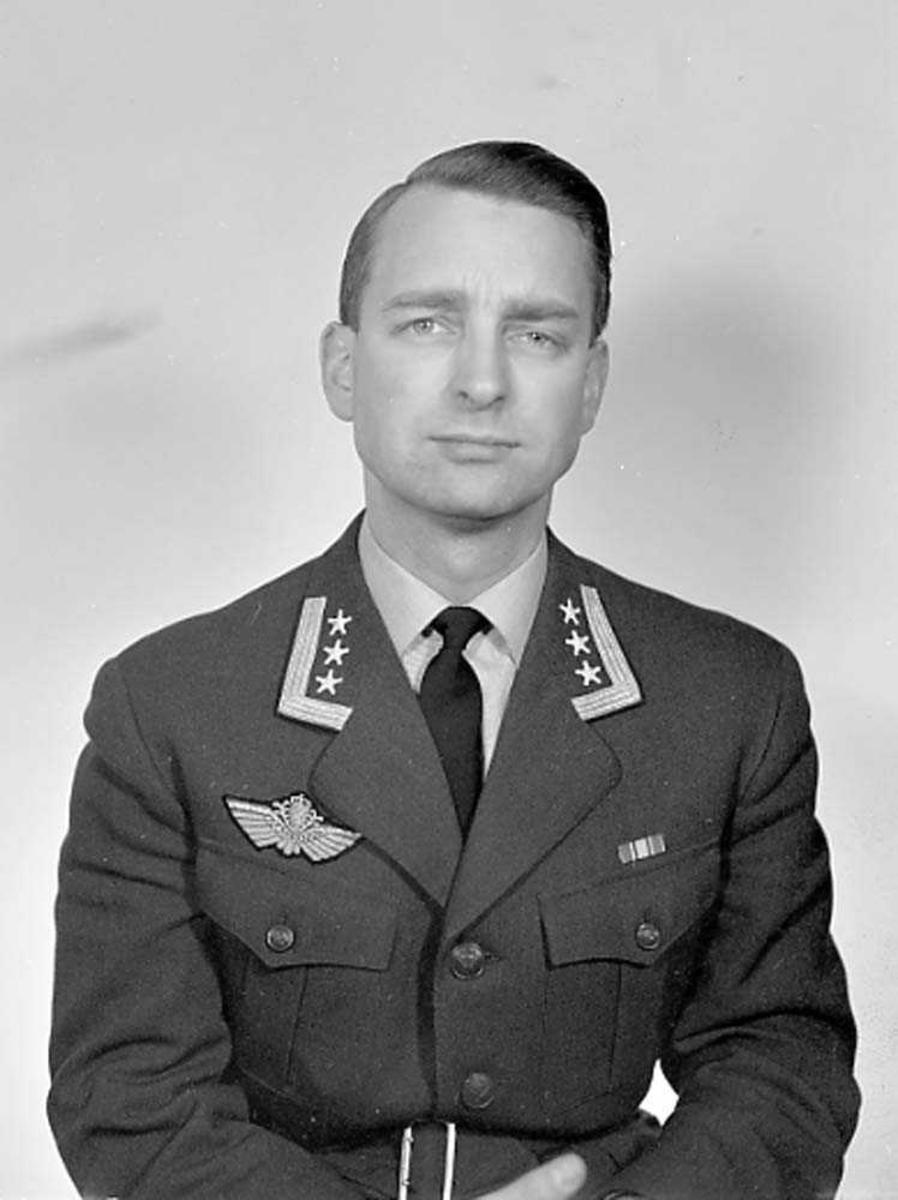 Portrett av Oberst Nils Arveschaug, LKN.