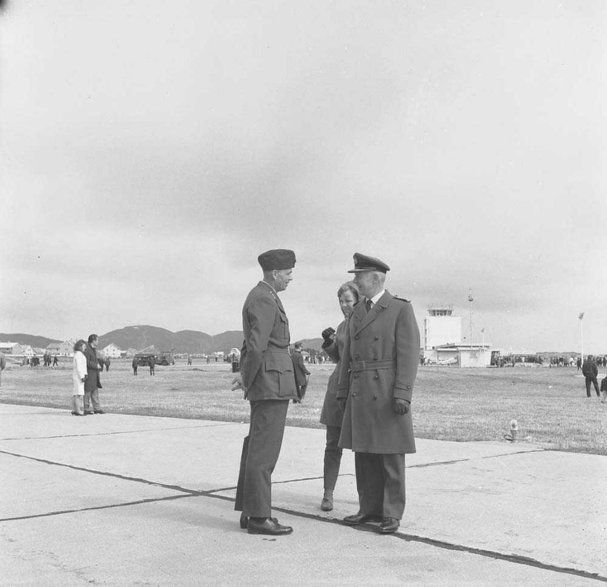 Flystevne på Bodø flystasjon. Til høyre på bildet sees General Thommessen.