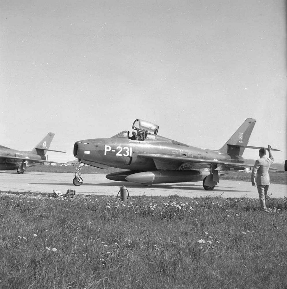"""314 skvadron fra Nederland reiser hjem etter å ha deltatt i øvelsen """"Polar Express"""". Under øvelsen var de stasjonert på Bodø flystasjon. Flyet er en Republic F-84F Tunderstreak."""