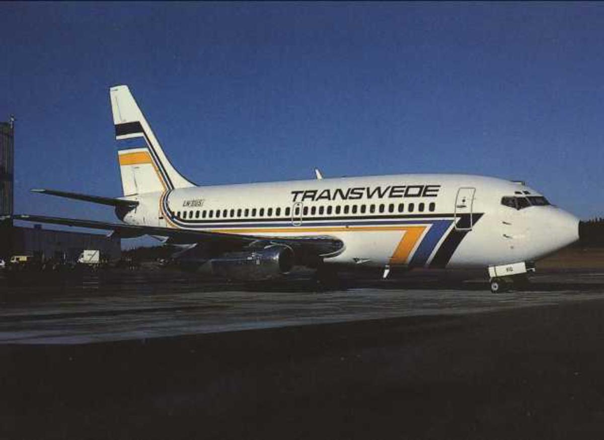 Ett fly på bakken. Boeing 737-205, LN-SUS.