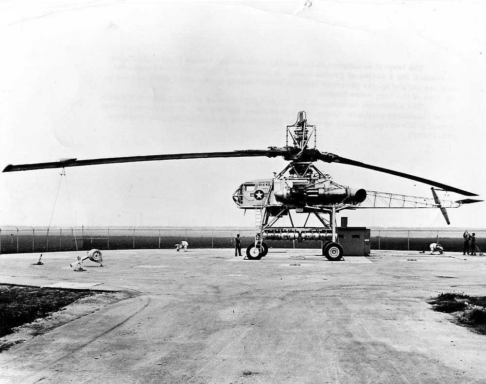 Lufthavn. Ett helikopter på bakken, Hughes XH-17.