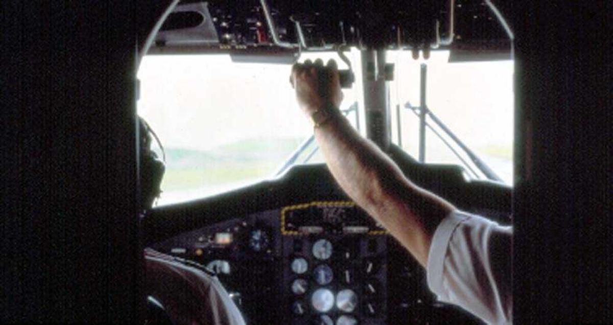 Cockpit. Flystyrmann (flyger/pilot) DHC-6-300 Twin Otter fra Widerøe.