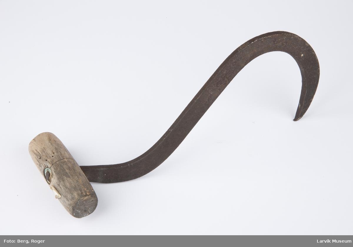 Ballekrok av jern m. trehåndtak