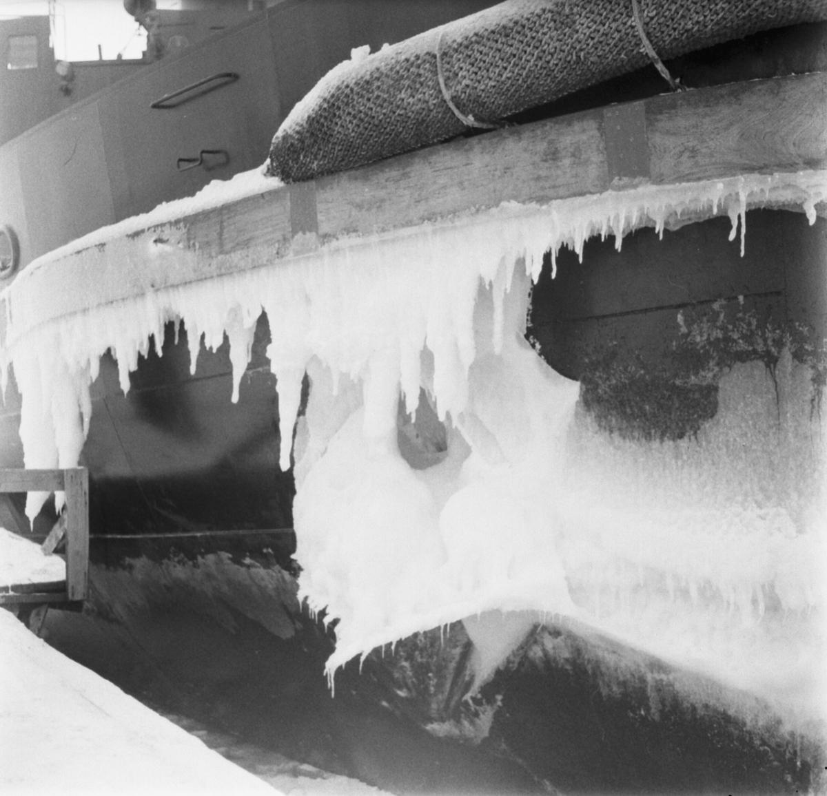Fartyg: THULE                           Rederi: Svenska staten Byggår: 1953 Varv: Örlogsvarvet, Karlskrona Övrigt: Thule vid kaj