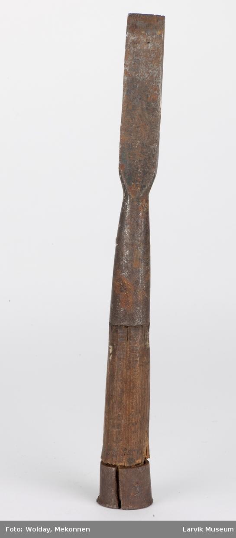 Jern m. treskaft, jernbeslått øverst