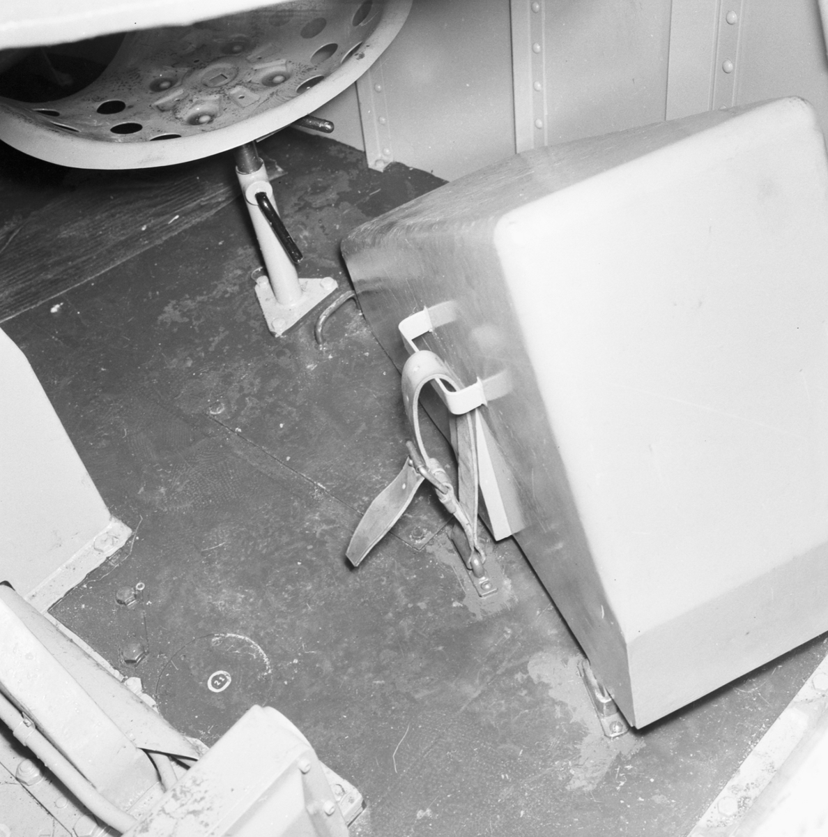 Exterör- och interiördetaljer på minsvepare, troligen LANDSORT.
