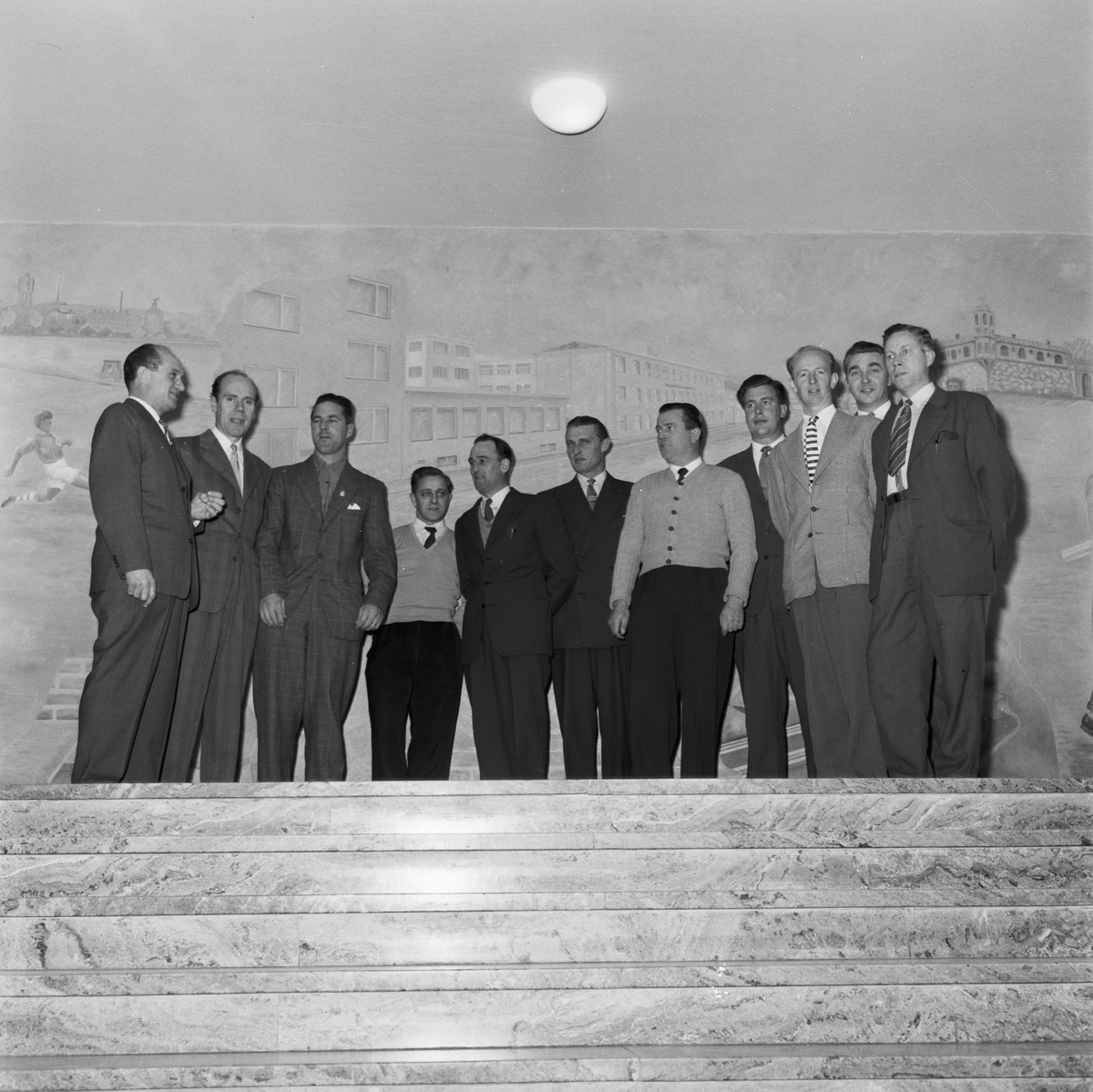 Övrigt: Foto datum: 5/11 1957 Byggnader och kranar Yrkesskolan kursverksamhet