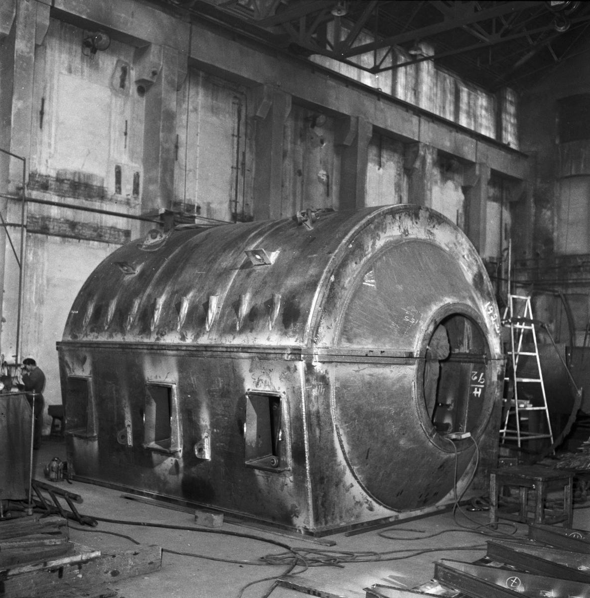 Övrigt: Foto datum: 2/4 1958 Byggnader och kranar STAL behållare tillverkning Närmast identisk bild: V14591, ej skannad
