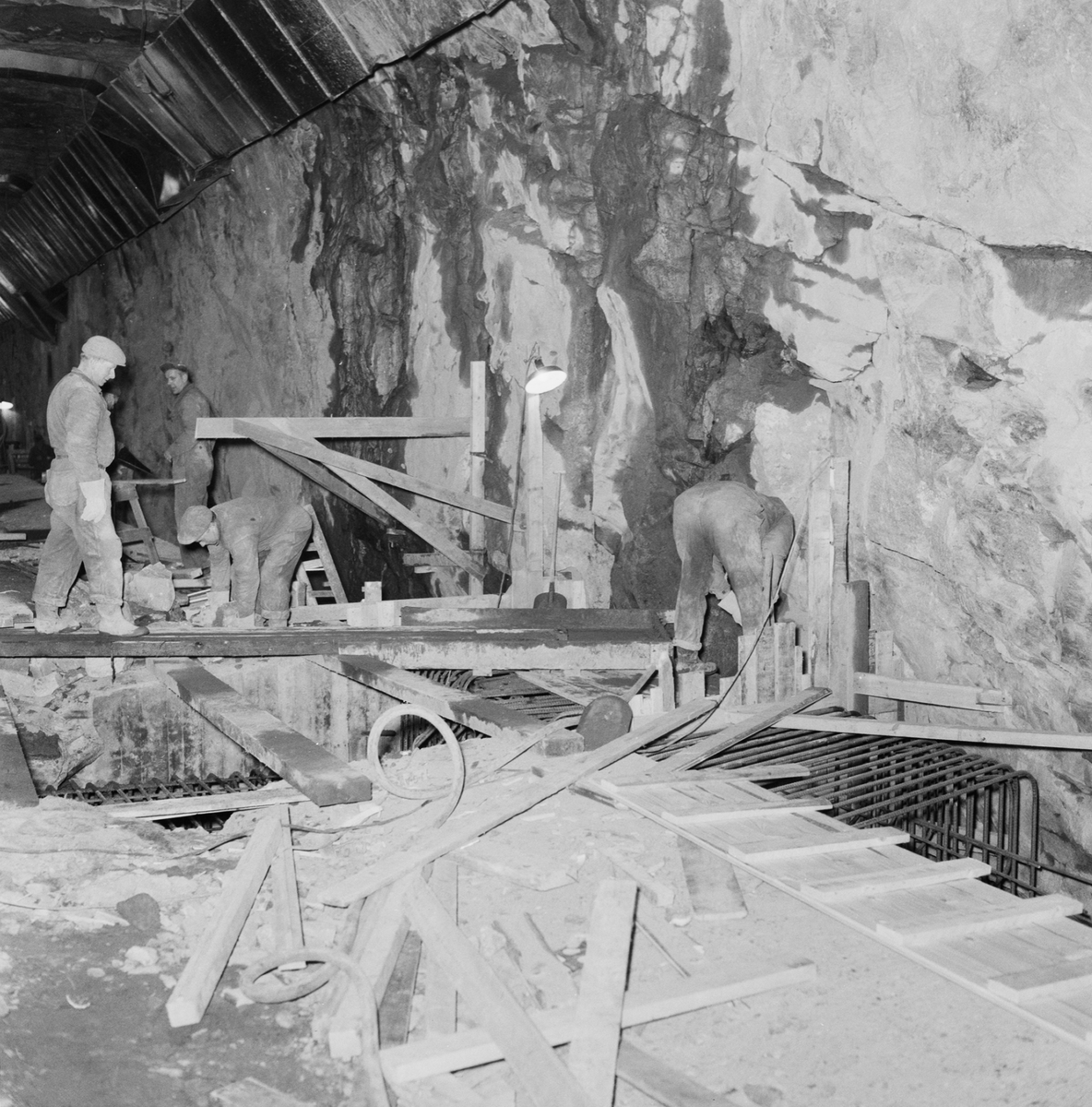 Övrigt: Fotodatum:23/1 1960 Byggnader och Kranar. Jvg-tunnel pågående arbete