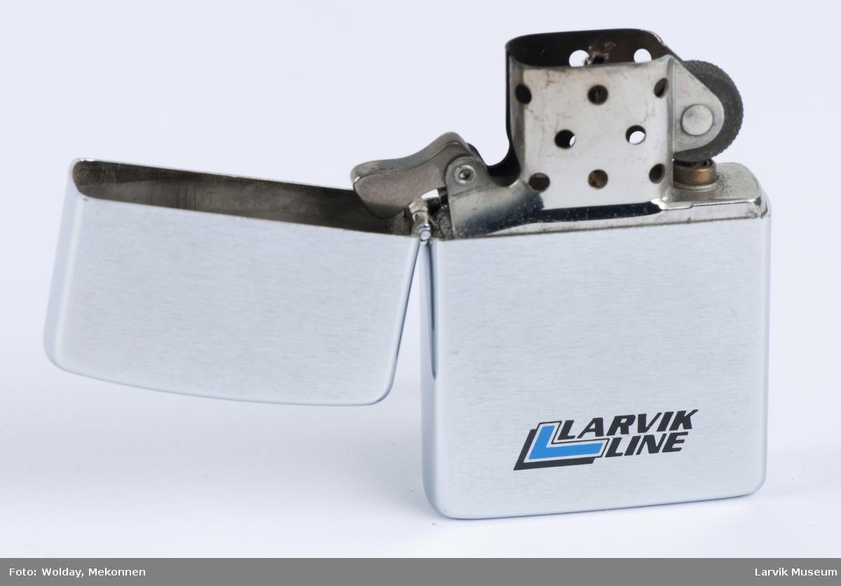 Lighter med Larvik Lines logo