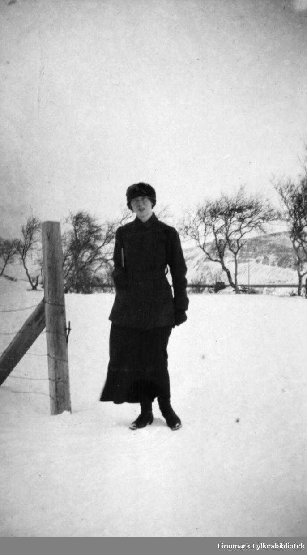 Sara Gabrielsen fotografert ute på Langnes om vinteren.