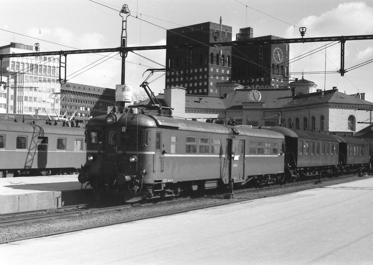 Lokaltog med BM 65C 39 på Oslo V