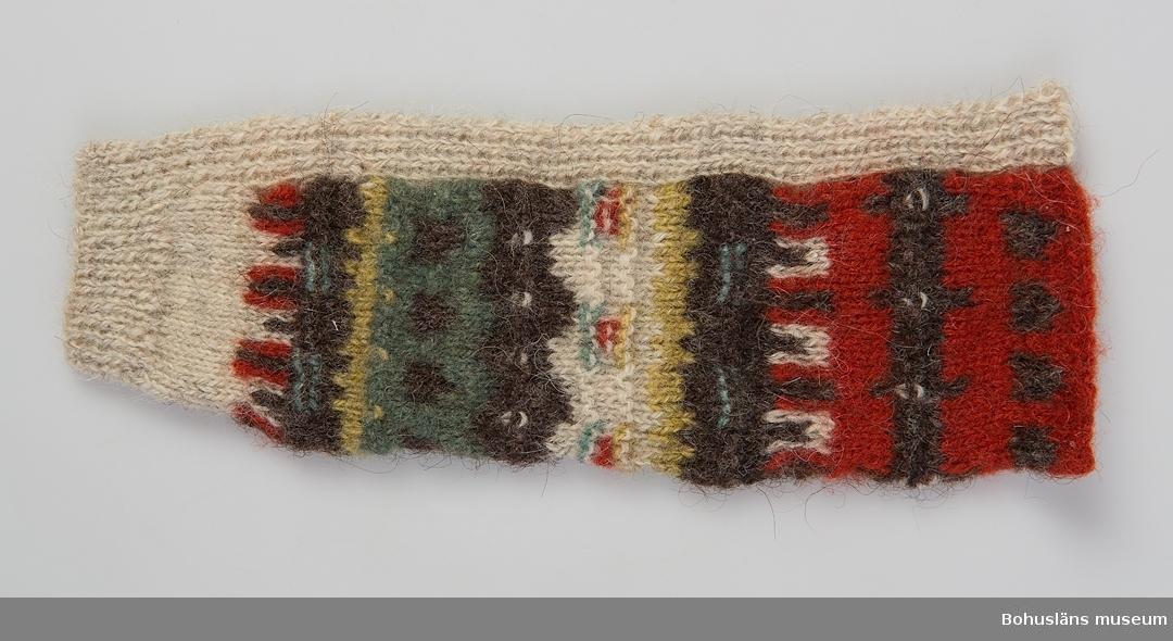 394 Landskap BOHUSLÄN  Stick-och mönsterprov från Bohus Stickning. Detta och föregående är exempel på resultat med olika stickor. Av givaren köpt på auktion.