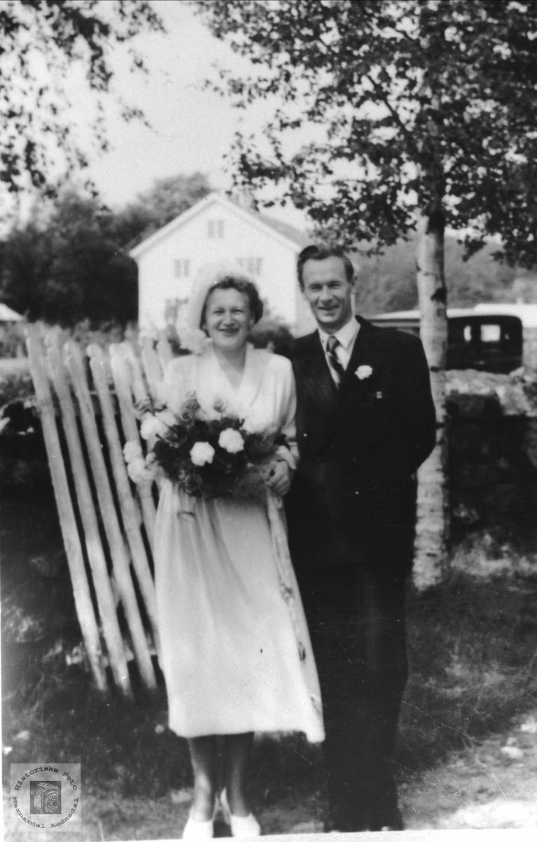Brudebilde av Marit (f. Bruskeland) og Nils Amundsen