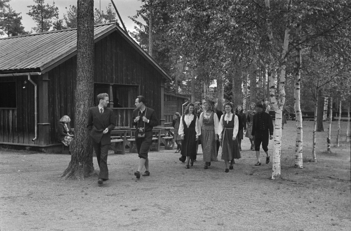 Glomdalsbruden 1965. Opptog i Leiret. Elverum.Kåring av Glomdalsbrud. Glomdalsmuseet, Elverum.