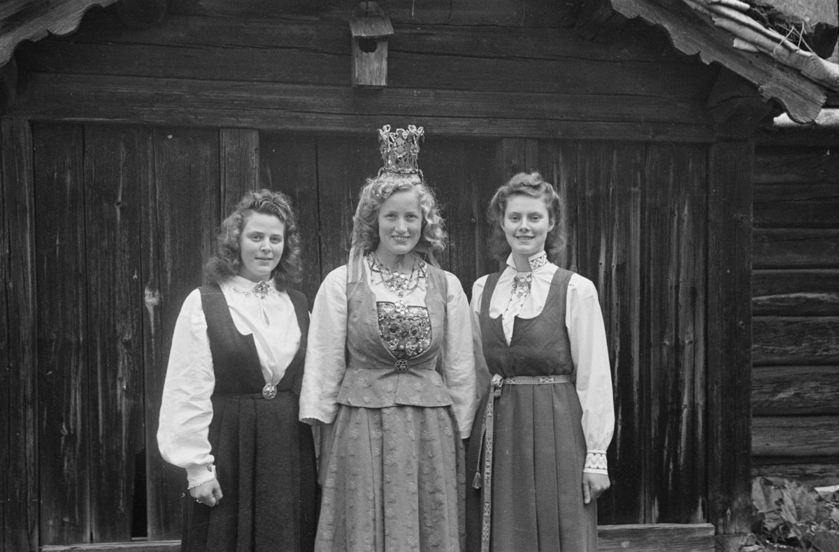 Kåring av Glomdalsbrud. Glomdalsmuseet, Elverum.