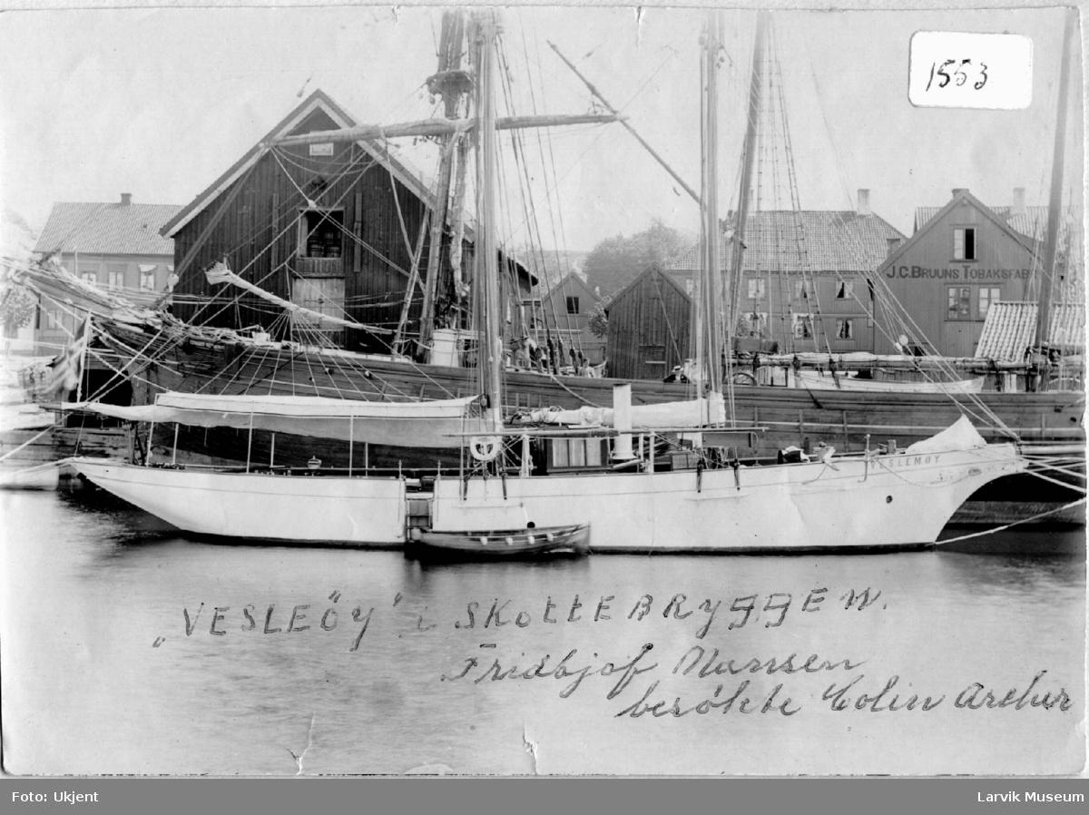 "Lystyacht, seilbåt, ""Veslemøy"" ved Skottebrygga, Larvik"
