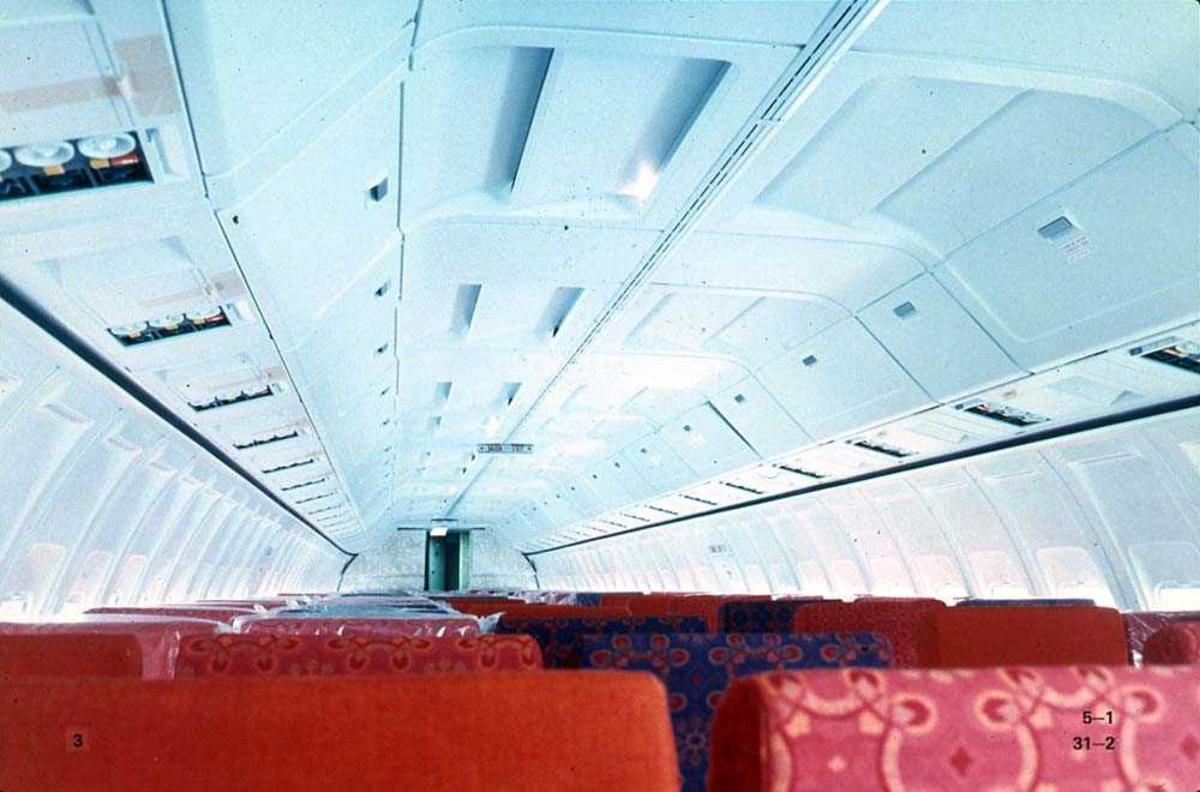 Kabinen inne i ett fly, Boeing 737-200.