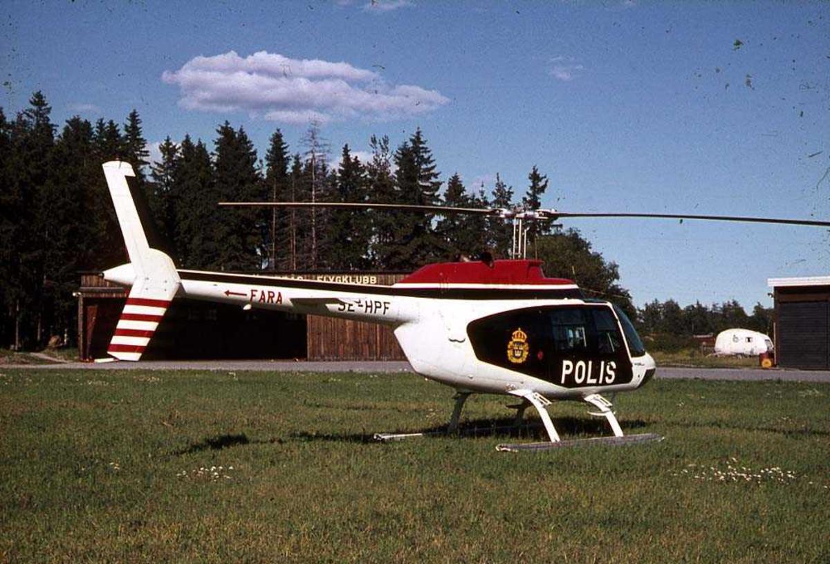 Ett helikopter på bakken, Bell 206 A Jetranger SE-HPF.