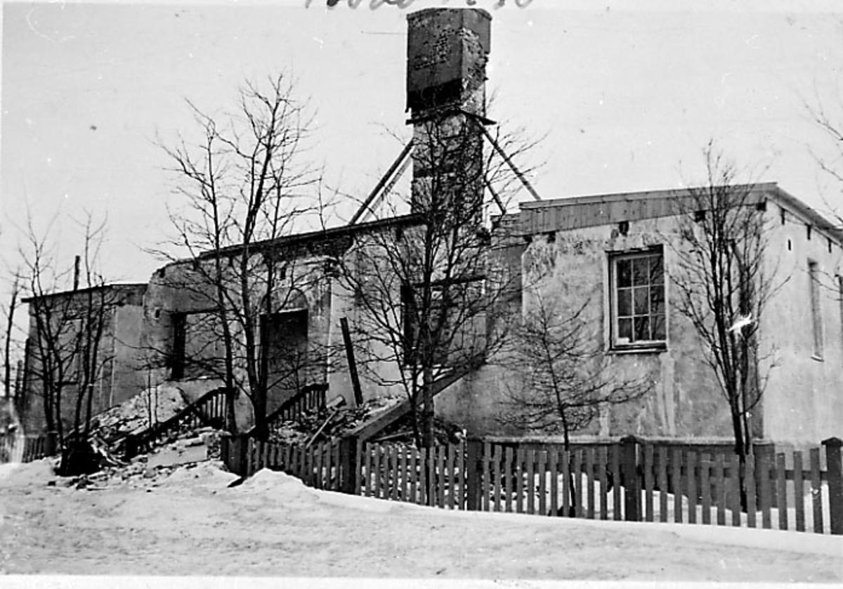 Ruin av bygning, Komunale Bad. Bodø etter bombingen under 2. verdenskrig. Snø på bakken.