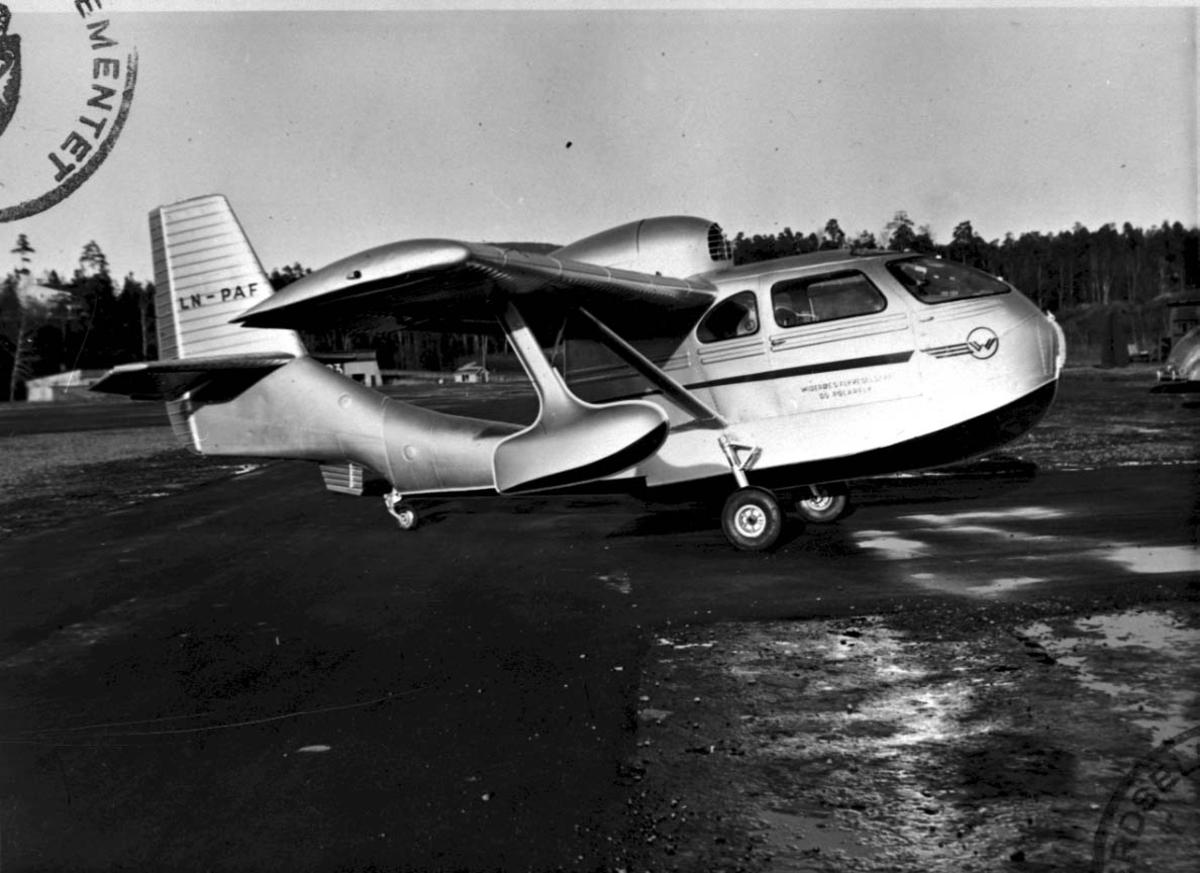 Sjøflyhavn, 1 fly på bakken  Republic RC-3 Seabee LDB 180 LN-PAF fra E. S. Thofte & Co Oslo.