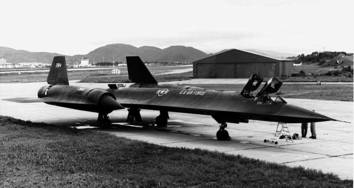 Lufthavn - flyplass. En Lockheed SR-71 Blackbird  fra USAF.