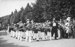 Torgfesten 1939. ABF:s gossorkester med ledaren Peter Nilsso