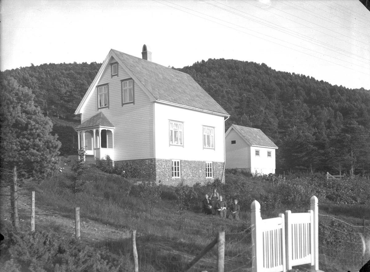 Eksteriør - Hus - Familiegruppe - Landskap.