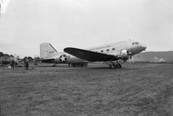 Dakota fly på Lade flyplass