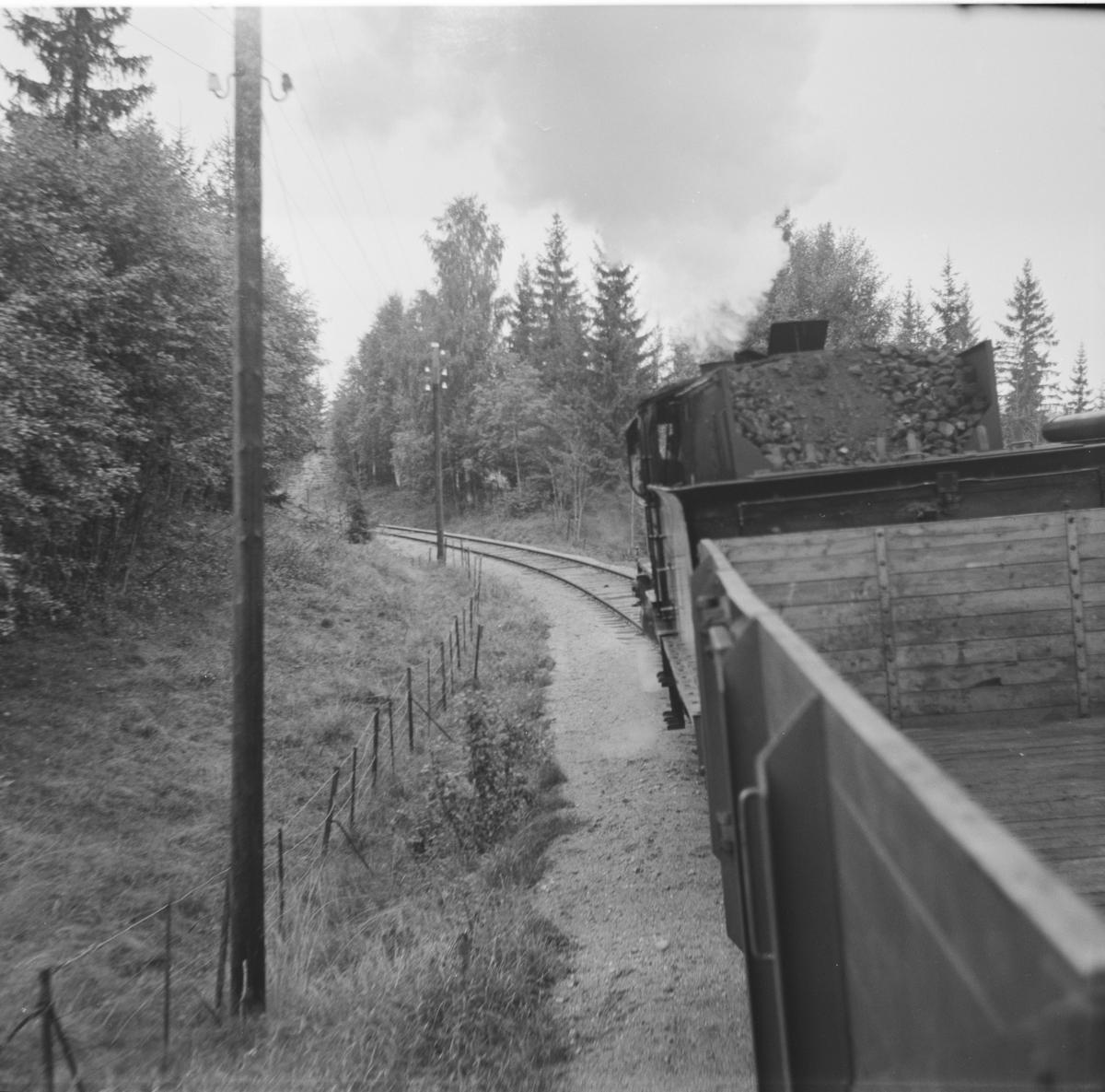 A/L Hølandsbanens veterantog til Krøderen mellom Sysle og Snarum stasjoner.