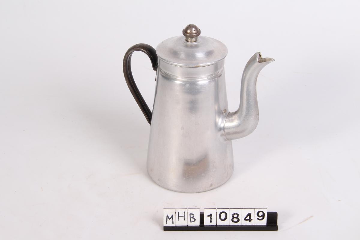 Kaffekanne med lokk and hank