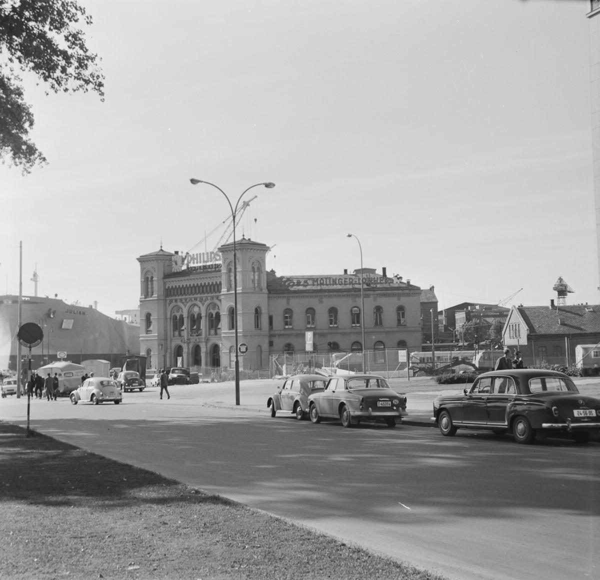 Oslo Vestbanestasjon og Rådhusplassen.