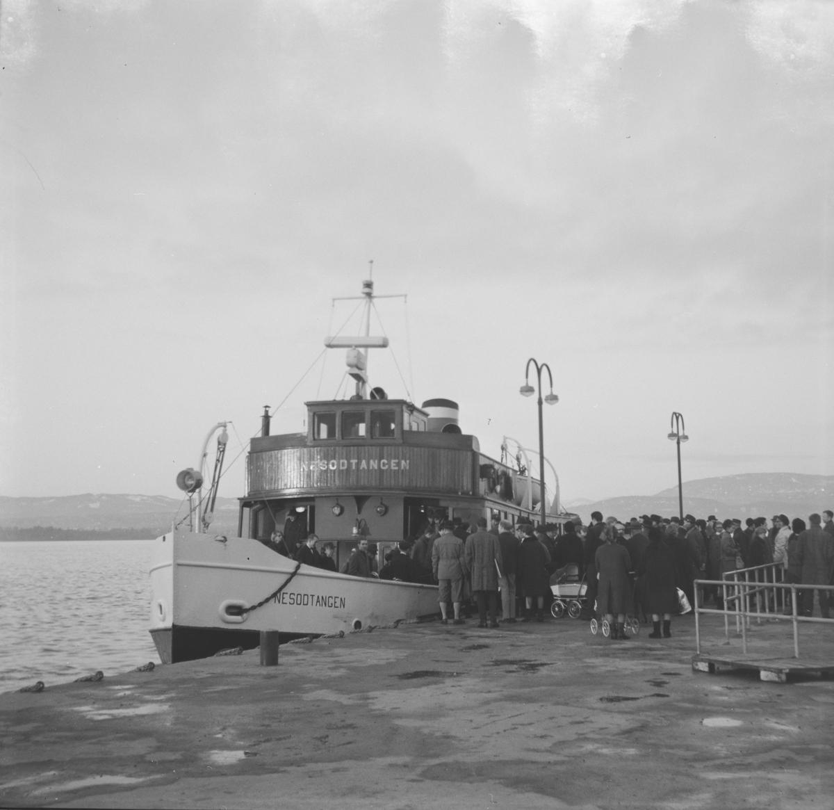 MS Nesoddtangen ved Nesodden brygge. Skipet var i trafikk til 1971.