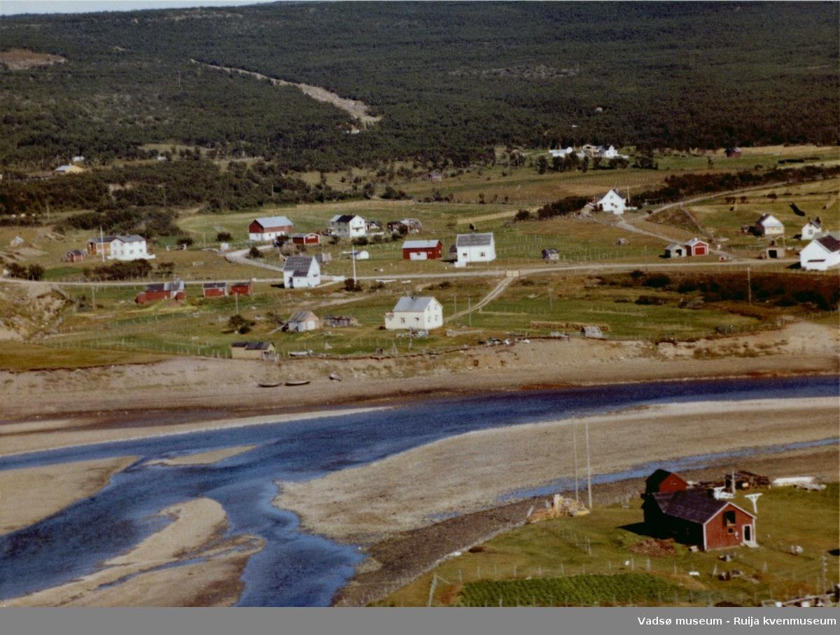 Flyfoto av Vestre Jakobselv, Vadsø kommune, 1963.