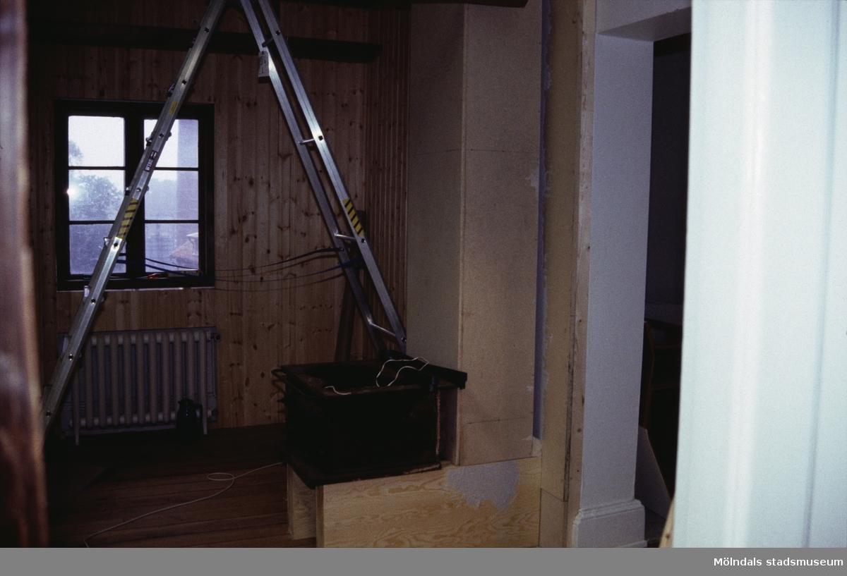 Interiörfoto från uppbyggnadsskedet på Mölndals Museum.