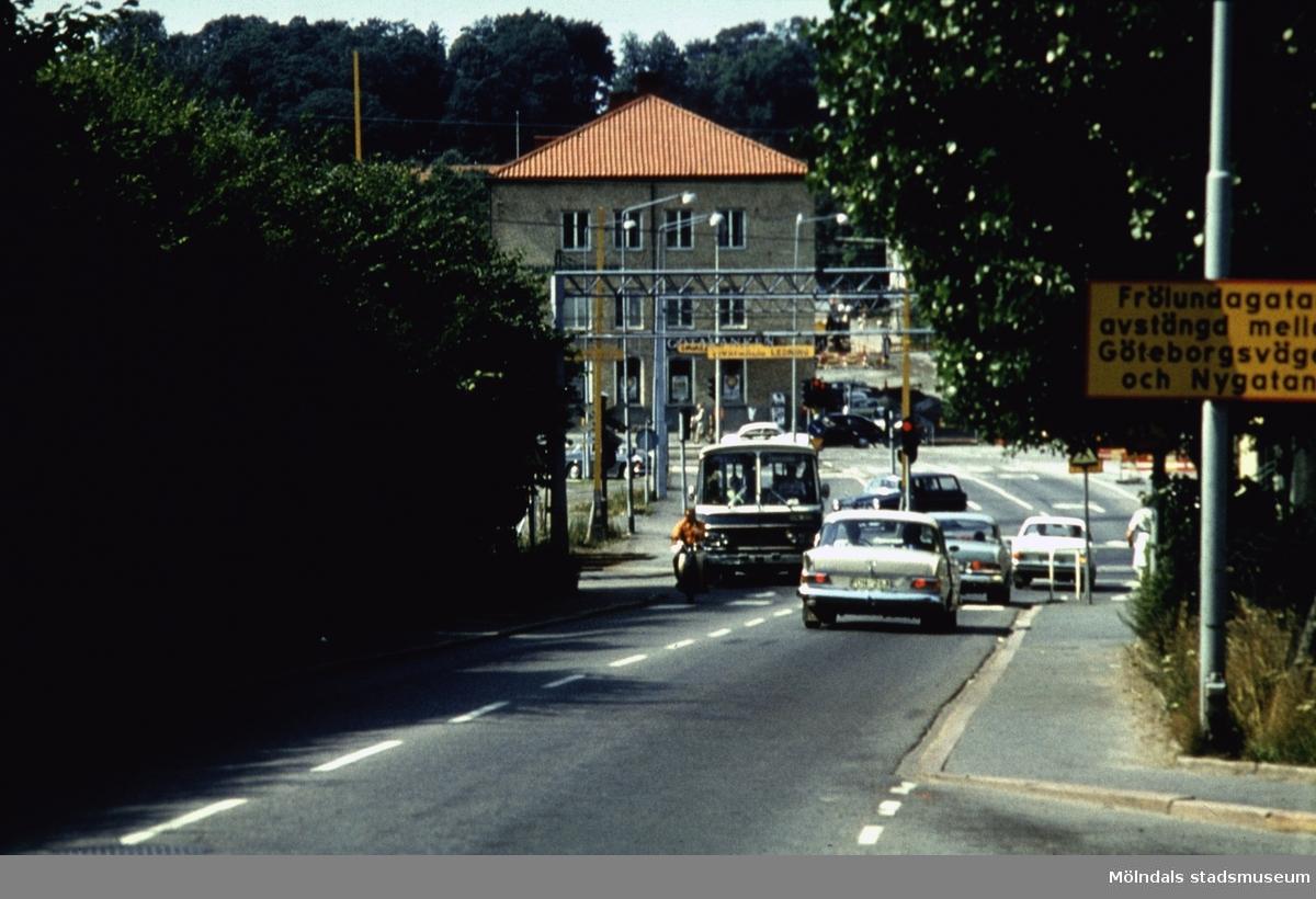 Vy från Kvarnbygatan mot Mölndals Bro och Frölundagatan. Mölndal, 1970-tal.