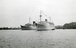 """Foto från 1959 visande turist- och passagerarfartygen """"Caron"""