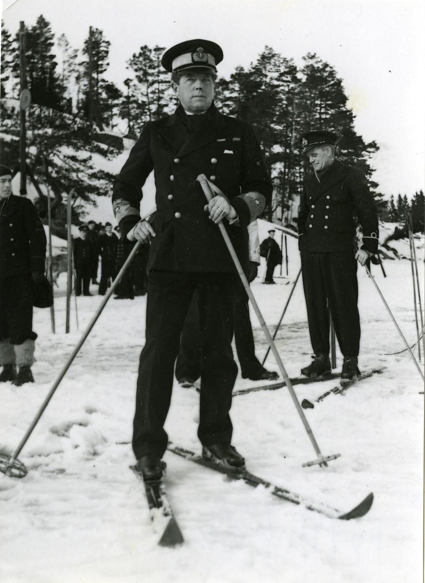 CKF Konteramiral Gösta Ehrensvärd på skidor vid Hårsfjärden år 1940 - 41.