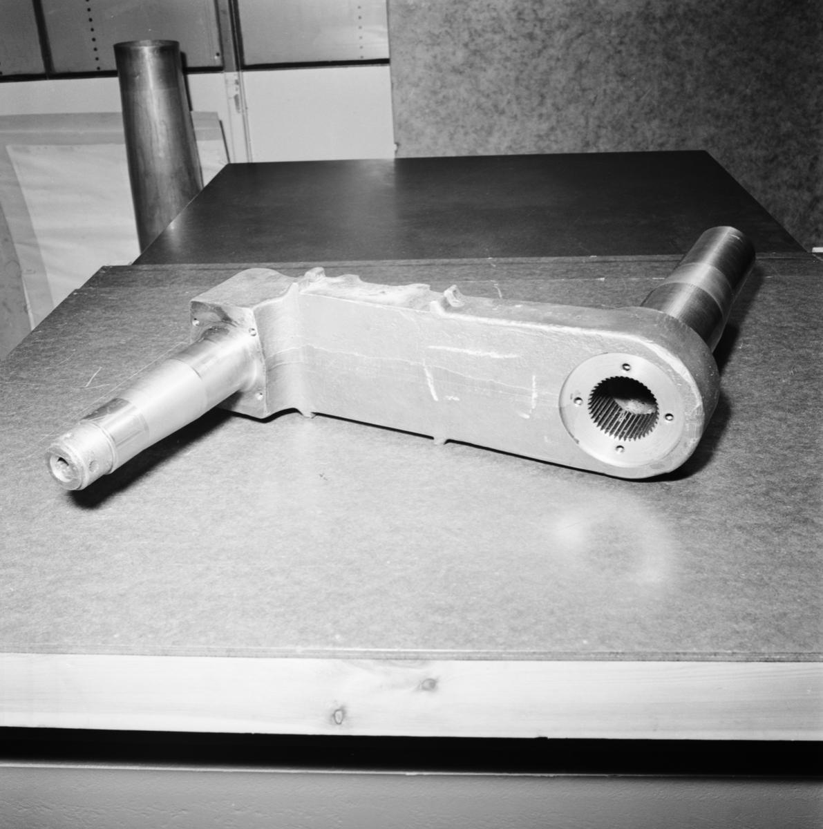 Övrigt: Foto datum: 11/6 1964 Verkstäder och personal. Spundlar art.verkstan