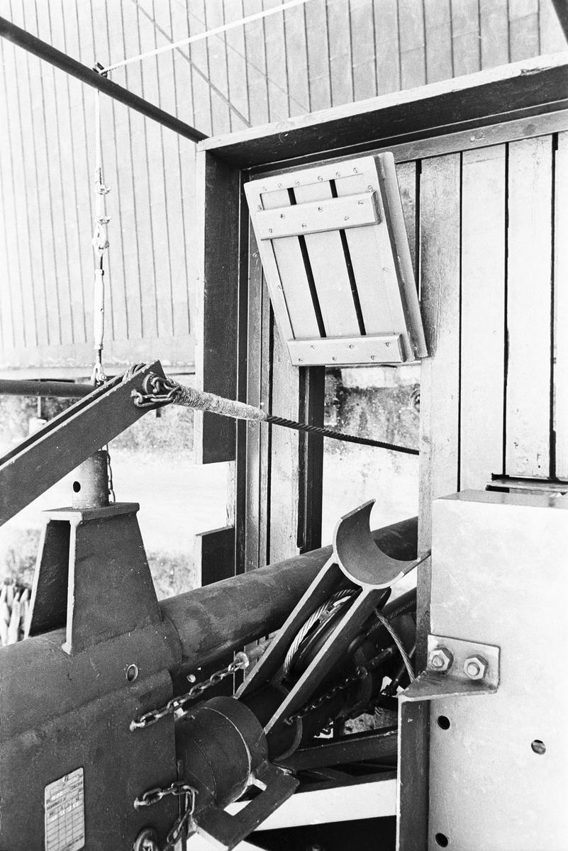 Övrigt: Fotodatum:24/10 1968 Byggnader och Kranar. Lyft av radarreflektor