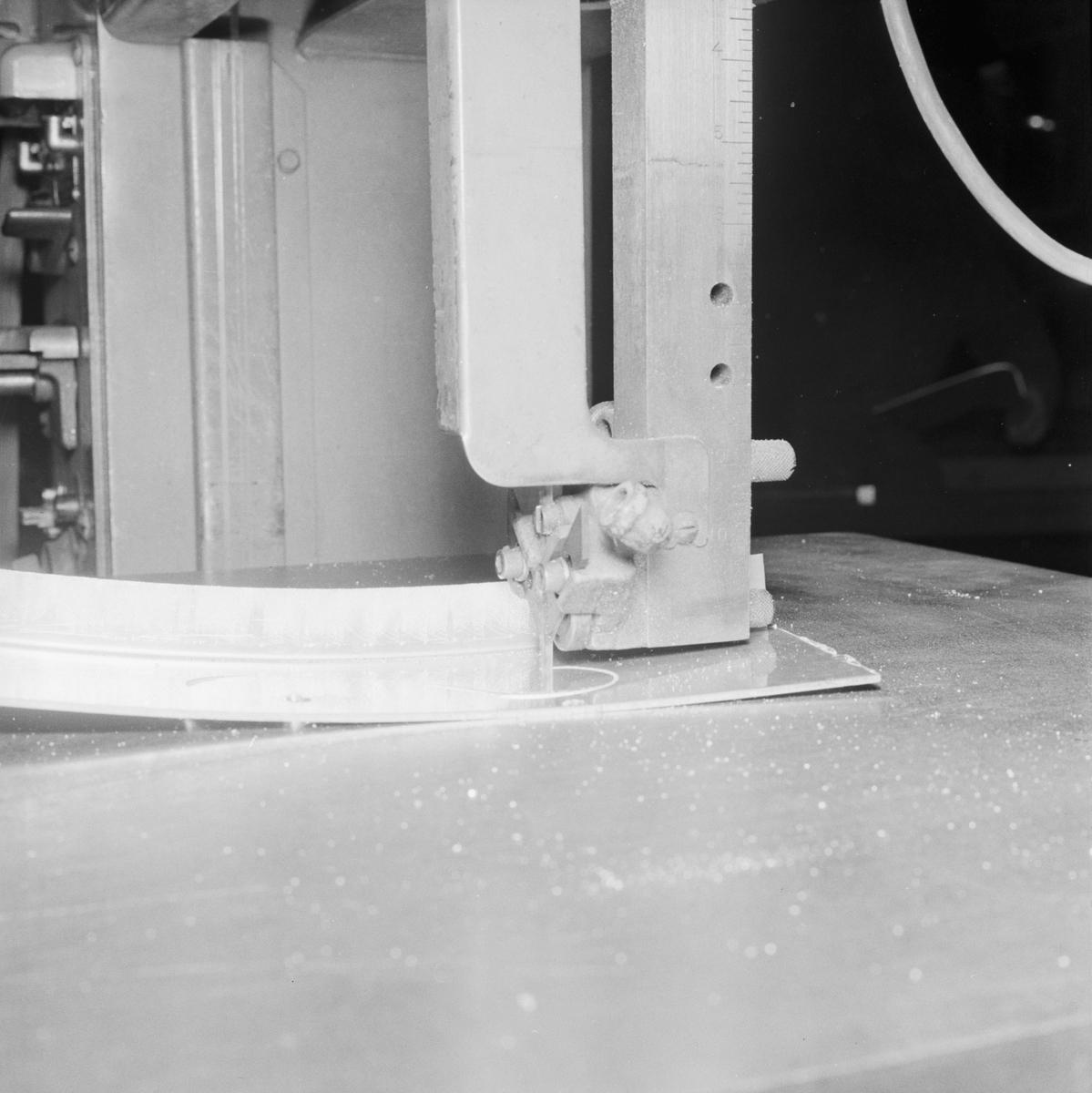 Övrigt: Foto datum: 29/10 1955 Byggnader och kranar Blickslagarverkstan pågående arbete
