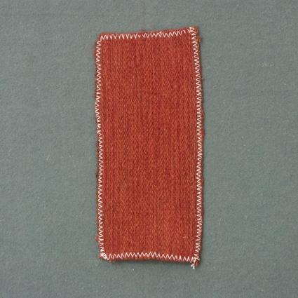Prov till möbeltyg vävt i korskypert med bomullsgarn i varp och ull- och lingarn i inslag.