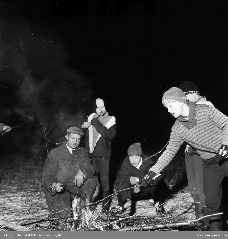Skridskoträning på Kubenplan, med korvgrillning i skogen (!).