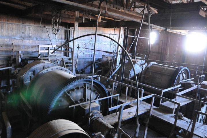 To av kulemøllene, hvor malmen gjennomgikk den siste knuseprosessen før den gikk til flotasjonskarene.