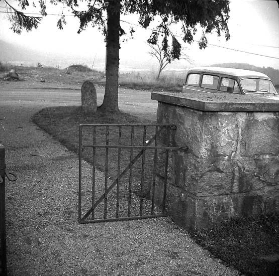 Hjärtum socken. Hjärtums kyrkogård, bilden tagen inifrån kyrkogården.