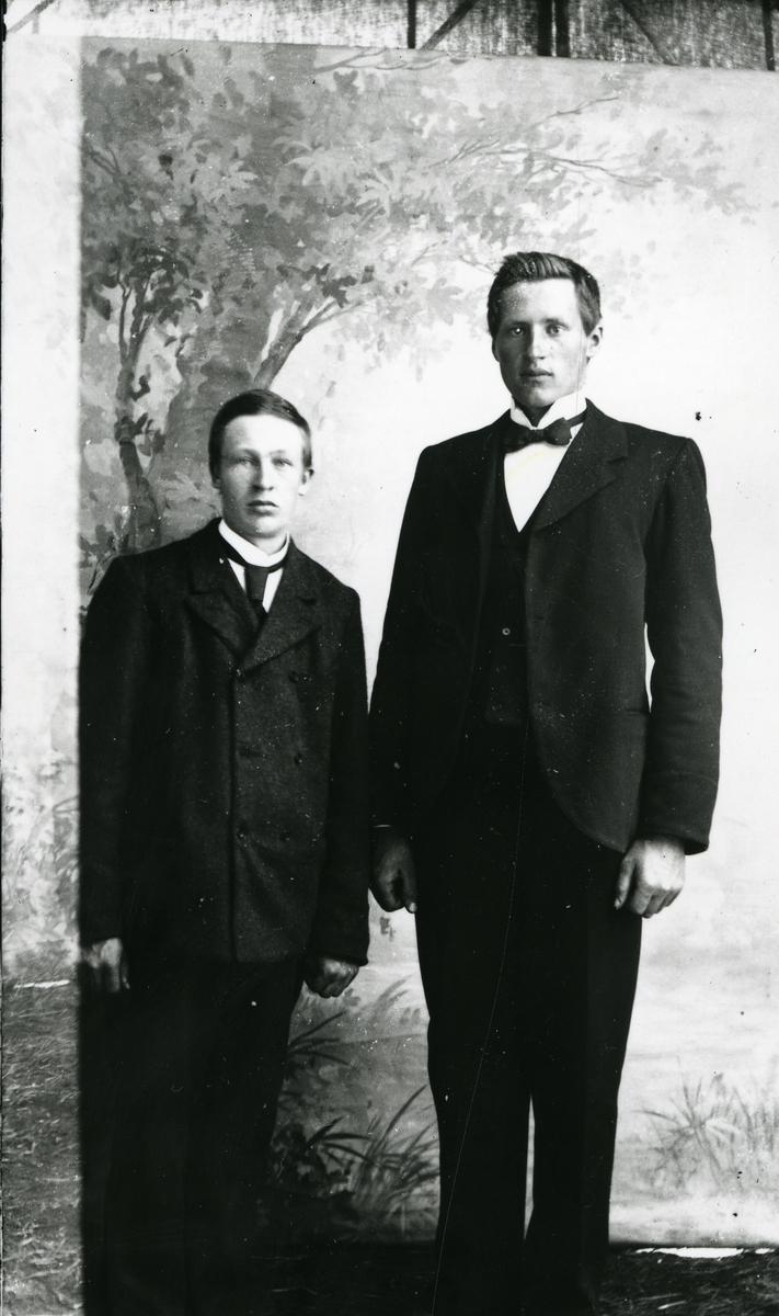 Jon Wangensten Holden (1885-1969) til høyre og Ola Færden til Venstre. Røn, Vestre Slidre