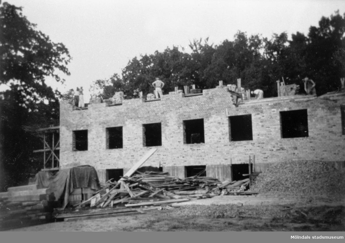 Lackarebäckshemmet under byggnation 1949-1950. Man ser nedersta delen av den öst-västliga längan.