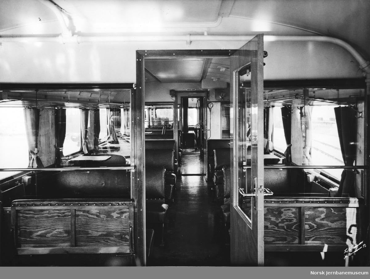 Interiørbilde fra motorvogn litra Cmdo type 7 nr. 18301