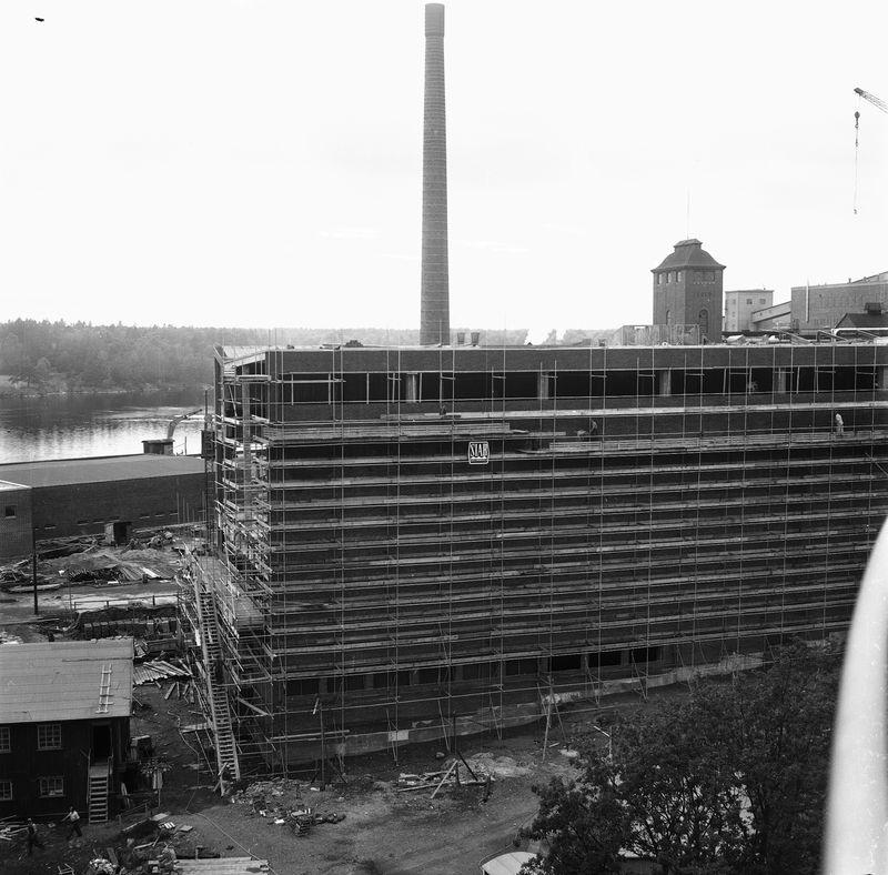 Wargöns AB. Byggnation av PM 5 1959-60. Foto och påförd text av dåvarande ritkontorschefen Ragnar Söderberg.  Murarställningar i juni 1960