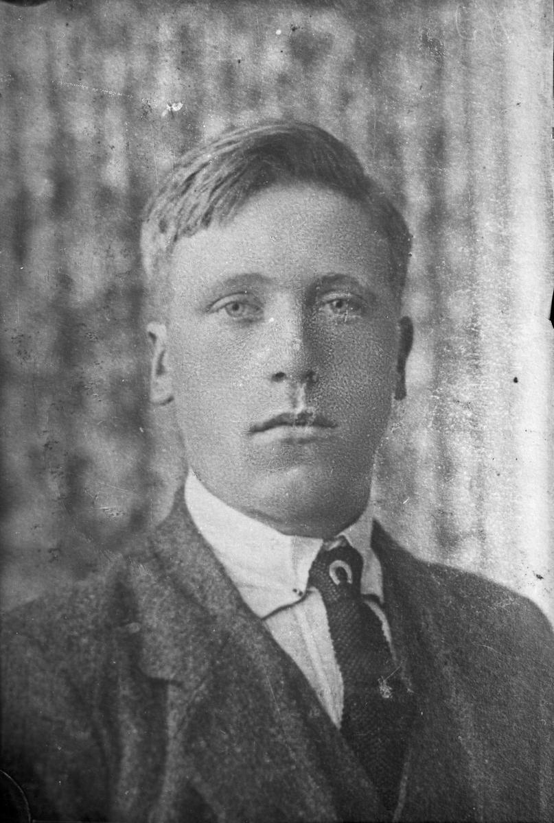 Reprofotografert portrett av en ung mann.